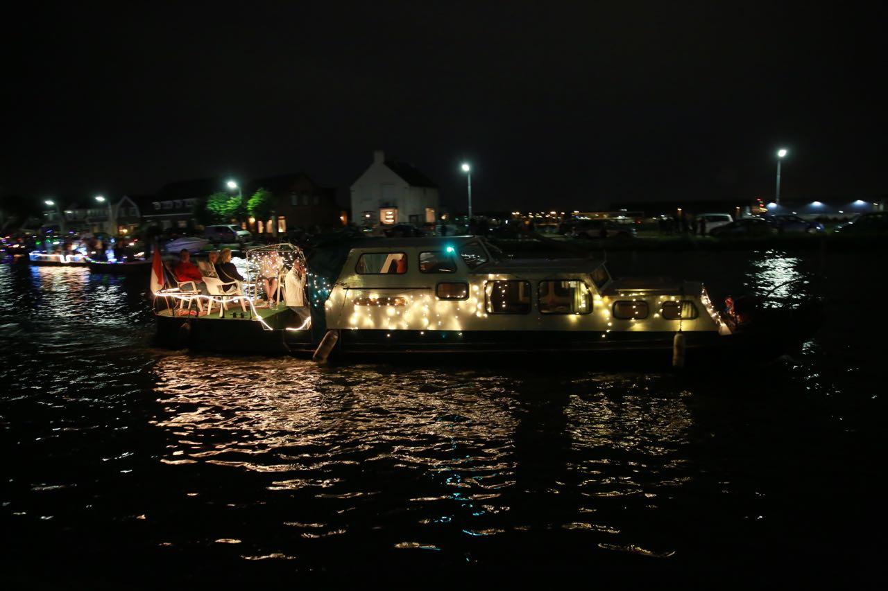 Vuur en Licht op het water - Verlichte botenshow 2016 © www.kicksfotos.nl