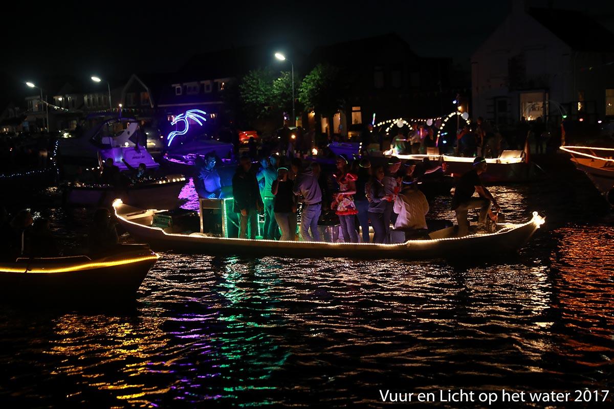 Vuur en Licht op het water - Verlichte botenshow 2017 © www.kicksfotos.nl
